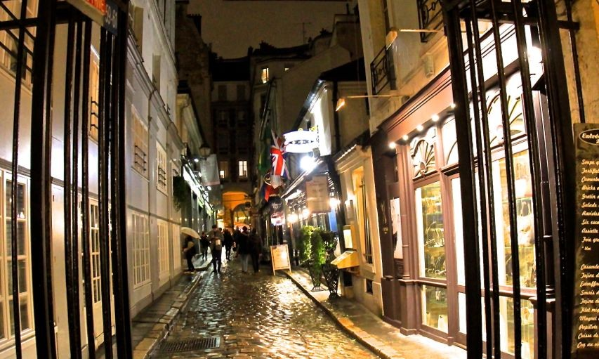 Cobbled lanes, the 7th, Paris, France.
